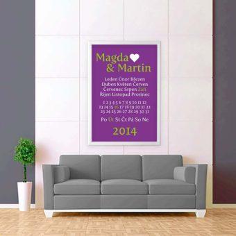 fialově bílá tabulka svatební zeď